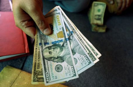 Dollar Up Over Record Number of U.S. Cases